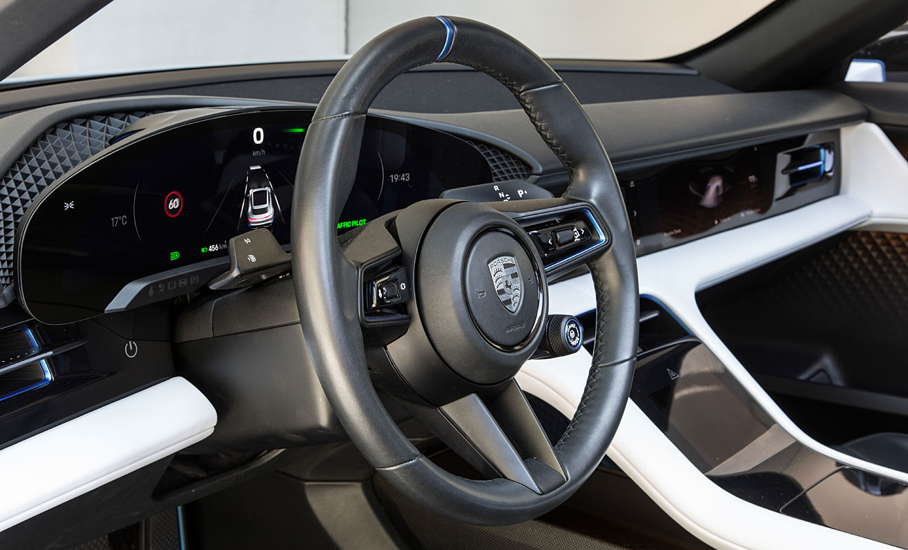 Das Cockpit des Porsche Mission E Cross Turismo. Foto: Porsche