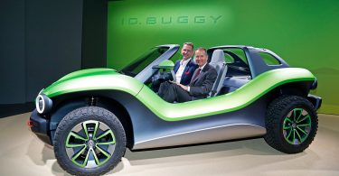 VW-Chef Herbert Diess im ID. Buggy. Foto: VW